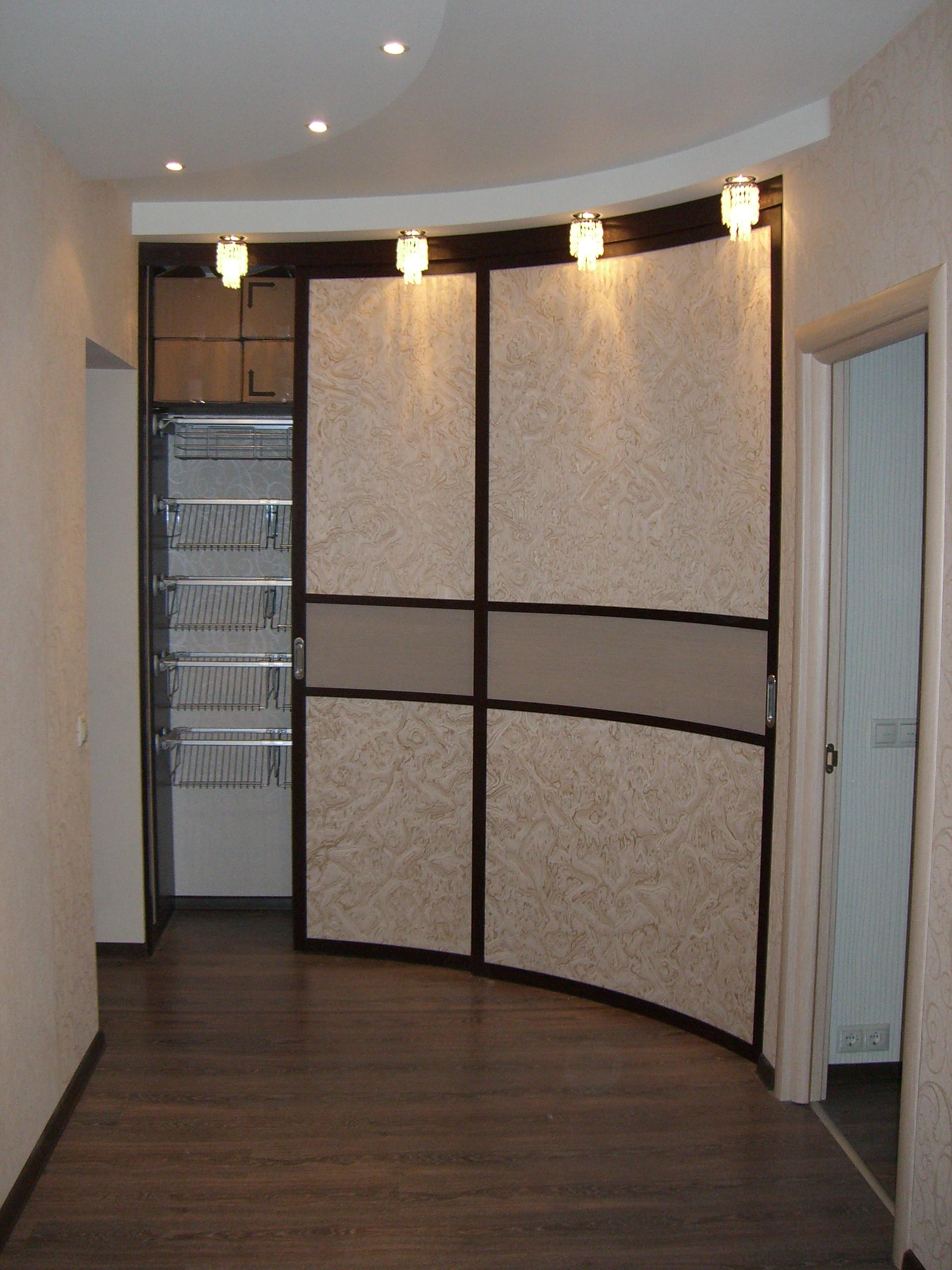 Радиусные и складные двери и перегородки.